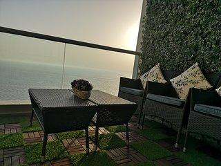Romantic Seafront 2 BD APT, prefect 4 honeymooners