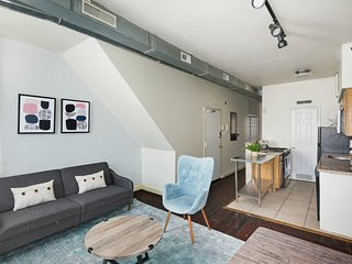 Spacious & Airy 1BR in Old City Neighborhood