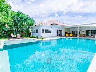Luxury 5 Bedroom Pool Villa!