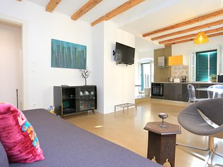 Split Apartment Sleeps 4 with Air Con - 5824006