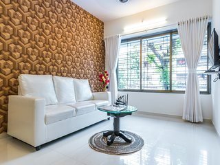 Contemporary Compact 2 Bedroom near Airport