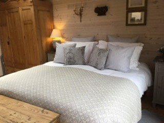 The Lodge - Very well presented accommodation within a beautiful rural village.