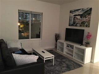 ENTIRE 2B LUX Condo, Heart of Downtown Miami, WIFI, 12 mins to Miami Beach!