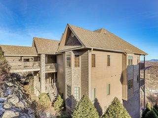 Mountain-top condo w/ slope views, gourmet kitchen & stone fireplace