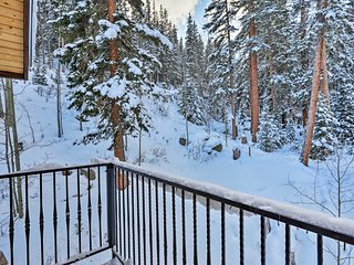Tranquil Creekside Home: Ski, Hike & Fish On-Site!