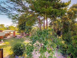 Convenient two-story house w/garden views and near Playa Pinares & Playa Mansa