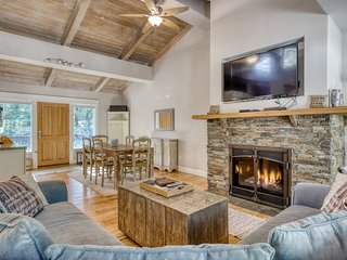 Remodeled family-friendly home near ski resorts & bike trails w/fireplace & deck