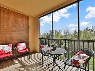 Spacious family friendly resort condo with shared heated pool, minutes to Disney