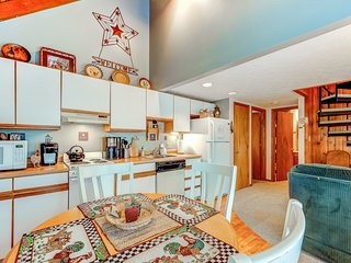 Cozy condo w/spectacular lake view, deck & fireplace - close to lake activities!
