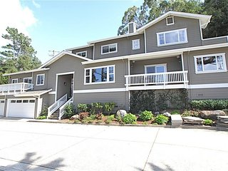 Amazing, Large 5bdroom/4ba Estate-wonderful Indoor-Outdoor living & trail access