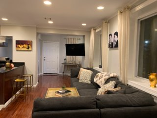 CHIC ONE BEDROOM ..10 MINUTES FROM NYC!