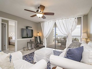 2 Bedroom Sleeps 8 ~Great Location/Amenities ~ Gulf View ~ Seaside Beach & Racqu