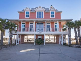 Gulf Front ~ Gorgeous View ~ By The C Beach House ~ Sleeps 11!