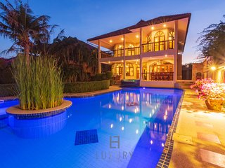 Private 4 Bedroom Pool Villa In Great Location!