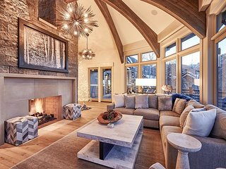 As Featured in Luxe Magazine - Ski-In/Ski-Out 5BR w/ Hot Tub & Stunning Views