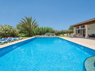 Villa Bingo. Large pool. 5 bedrooms. Countryside location. Nice views.