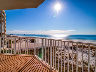 Beachfront condo w/ wrap-around balcony, great view & shared pools/hot tubs!