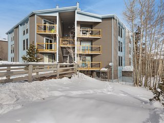 Lofted mountain condo w/ balcony, fireplace & shared hot tub/pool/game room!