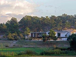 THE SAND.THE HOME ESCAPE. Pool.Garden. BBQ. Beach.Modern Design. Privacy