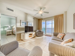 Inviting beachfront condo on 11th floor w/shared pool, hot tub, and beach access