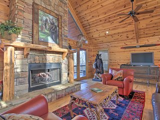 NEW! Luxe Mountaintop Retreat w/Hot Tub & Fire Pit