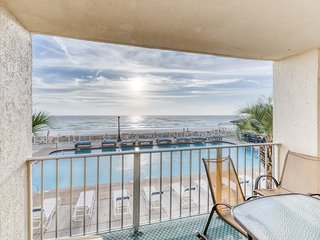 Bright beachfront condo with balcony, shared pool/hot tub & beach access!