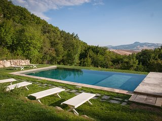 THE TUSCANY. THE HOME ESCAPE. CONCIERGE.BREAKFAST.WINE CELLAR. COUNTRYSIDE.