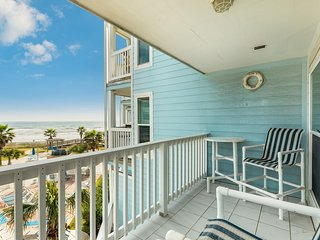 NEW LISTING! Apartment w/ full kitchen, cable, WiFi, pool, ocean front & view!