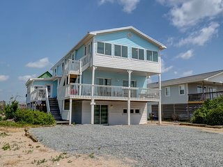6 bedroom second row beach cottage with 2 kitchens and living areas 2800sq feet