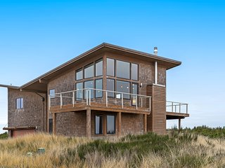Modern ocean view home w/ two decks - just steps to Cohasset Beach!