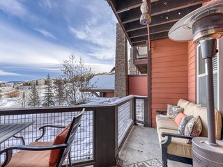 Ski-in/Ski-out condo w/gas fireplace, shared hot tub & pool, & mtn views!
