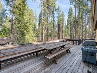 Tremendous family home w/game room, forest views - close to Shaver Lake!
