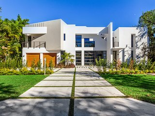 Gorgeous modern mansion in Coral Gables!