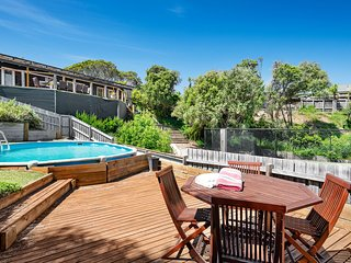 Holiday Shacks - Willowdene - Family Beach Retreat with pool, spa and tennis cou