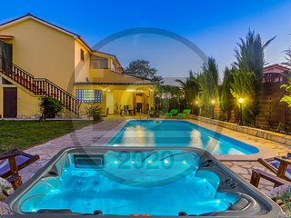 Beautiful home in Marcana w/ WiFi and 4 Bedrooms (CIC402)