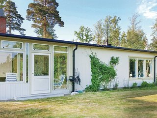 Awesome home in Svartå w/ Sauna, WiFi and 5 Bedrooms (S64028)