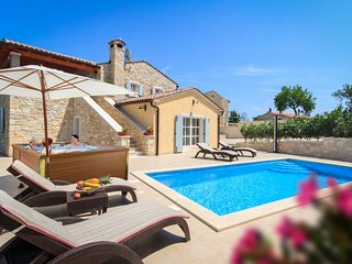 Beautiful home in Pula w/ WiFi and 3 Bedrooms (CIL078)
