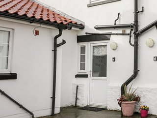 GREYSTONES COTTAGE, charming interior, close to the beach, enclosed garden