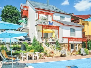 Stunning apartment in Hévíz w/ WiFi, Outdoor swimming pool and Heated swimming