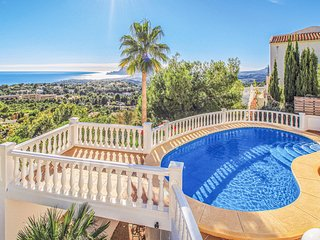 Awesome home in Altea w/ WiFi, 3 Bedrooms and Outdoor swimming pool (EBI119)