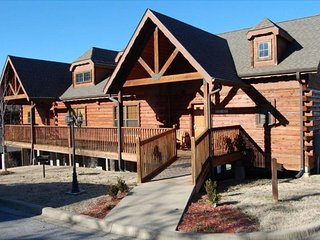 Cozy Cabin - Heart of Branson - 2 Master Bedrooms with all taxes paid!!