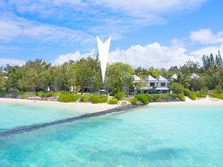 Beachfront Villa La Piroga new and modern,no tourists,great lagoon snorkeling