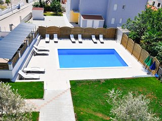 Stunning apartment in Novigrad w/ Outdoor swimming pool and 2 Bedrooms (CIU786)