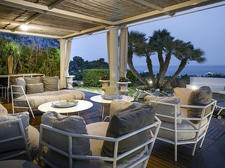 AMORE RENTALS - Villa Afrodite with Sea View, Piscina, Garden and Parking near t