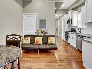 Lovely Living Beautiful Apt Near Metro Center City