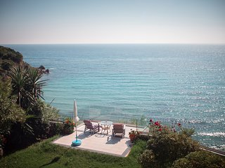 ABSOLUTE SEAFRONT VILLA FOR 8, STEPS TO ALMOST PRIVATE BEACH WITH STUNNING VIEWS