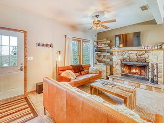 Beautifully upgraded and modern home w/wood-burning fireplace - Dogs ok!