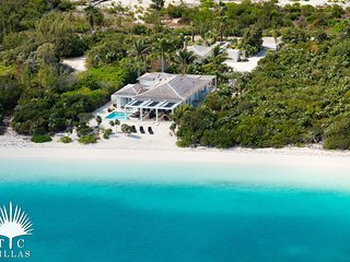 TC Villas // Beachfront Villa Aquazure // Nearly private beach