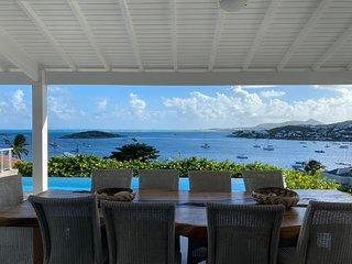 Villa de Rêve - 5 chambres - Magnifique piscine à débordement- vue mer