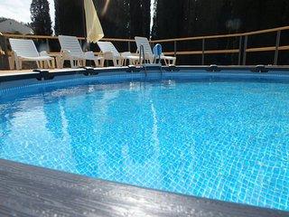 Villa Sandra - Three Bedroom Villa with Jacuzzi and Swimming Pool